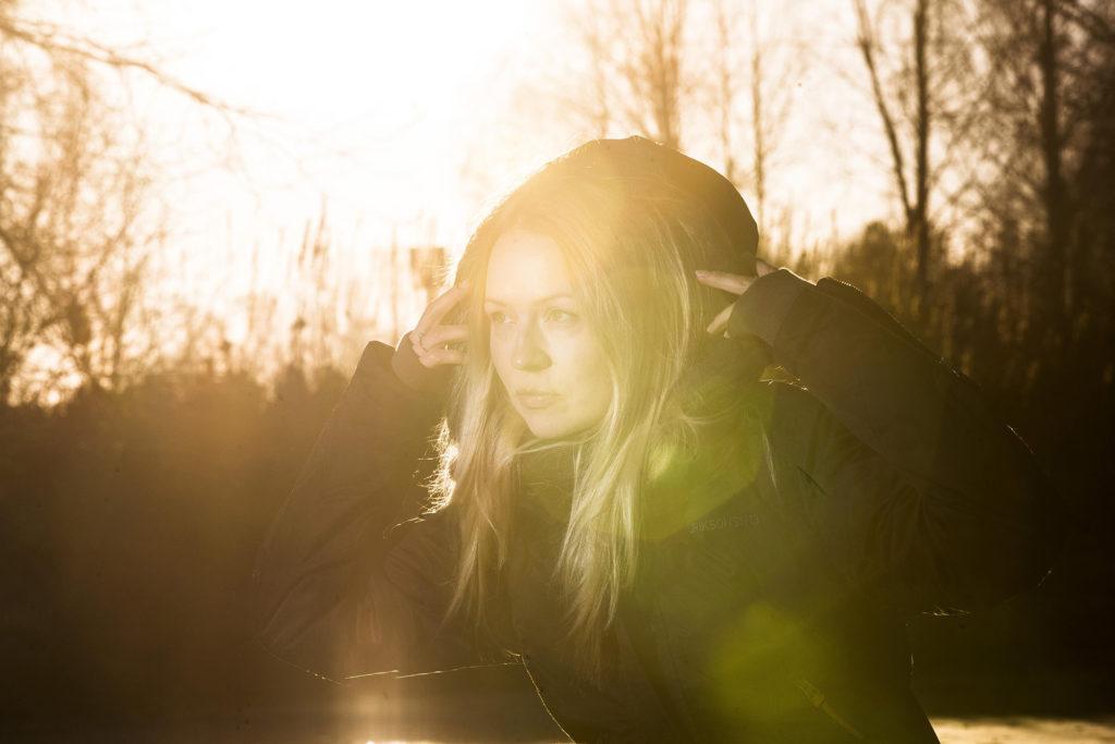 Nainen ja auringon valo / A woman and sunlight