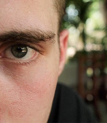 Lähikuva miehestä / A closeup of a man