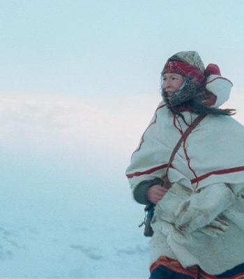 Nainen ulkona lumessa / A woman outside in snow