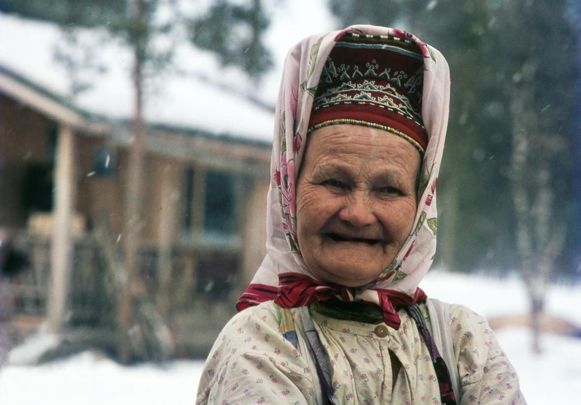 Hymyilevä nainen / A smiling woman
